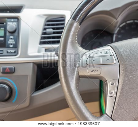 Cruise control button on the steering wheel a system to facilitate the drive.