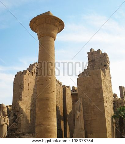 Beautifully and fascinatingly look the column, statues and destroyed parts of the Karnak temple in Egypt, plunging us into   antiquity