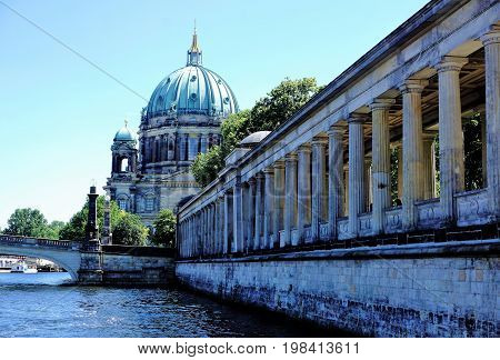 View on the Berliner Dom with Spree river and museum