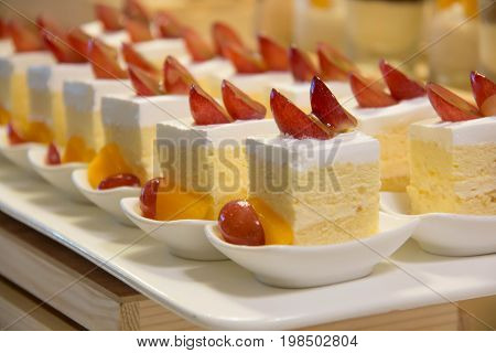 A mini vanilla cake with topping fruit