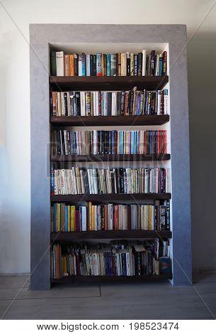 furniture - designe library full of book - massive wood shelves and masonry frame