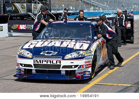 AVONDALE, AZ - APRIL 10: The pit crew pushes the #88 National Guard car, driven by Dale Earnhardt Jr., onto the track before the start of the Subway Fresh Fit 600 on April 10, 2010 in Avondale, AZ.