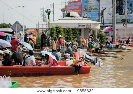 NAKHONSAWAN - OCTOBER 15: People who live in the area, has a high flood. Thai people have a difficult journey. flooding of October 15, 2011 in Nakhon Sawan, Thailand.