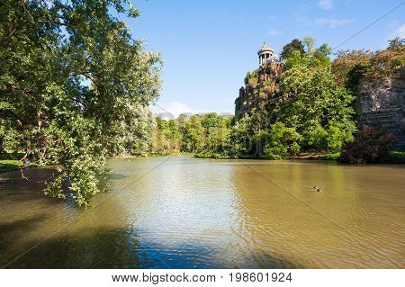Parc des buttes Chaumont lake on a sunny day, France