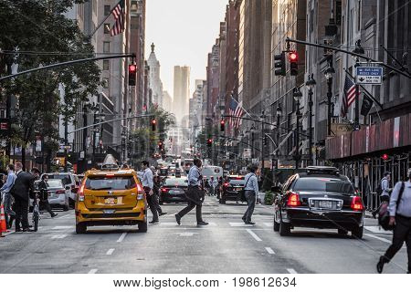 Lexington Crowdy Avenue In Manhattan At Around 5Pm On A Red Light Intersection.