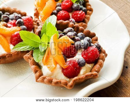 Tartlets With Cheese And Berries