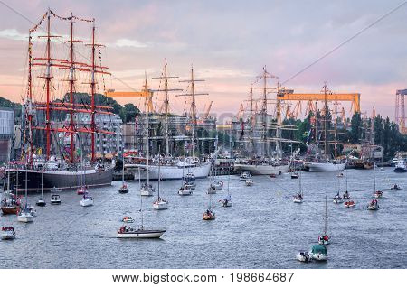 SZCZECIN, WEST POMERANIAN / POLAND: Final Tall Ships Races. Sailing ships and yachts at the lighted Chrobry Embankment