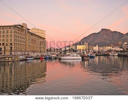 SUN SETTING OVER VICTORIA AND ALFRED WATERFRONT, CAPE TOWN, SOUTH AFRICA