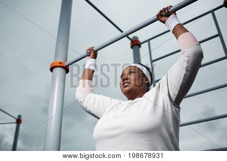 Pull-up challenge for overweight woman