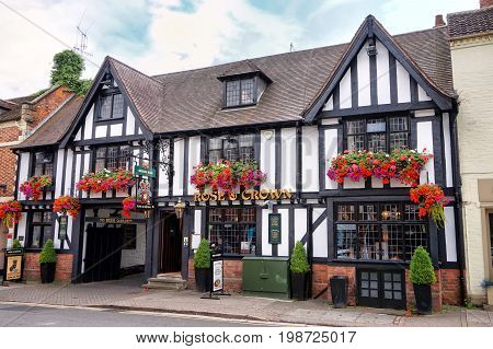 Stratford-upon-avon, Uk - July 21 2017:the Rose & Crown Pub On Sheep Street In Stratford, A Traditio