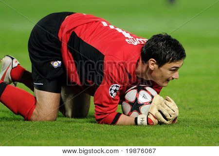 BUDAPEST - SEPTEMBER 29: Lloris in action at the UEFA Champions League football game Debrecen vs Lyon, UEFA Champions League football game, September 29, 2009 in Budapest, Hungary.