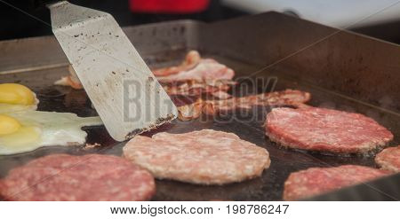patties and scrambled eggs to burgers at an outdoor cafe