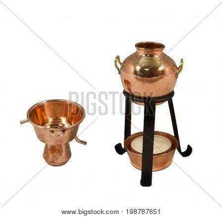 Un alambic est un appareil destiné à la séparation de produits par chauffage puis refroidissement (distillation)