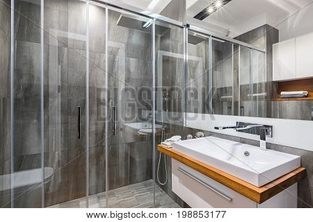 Perfect Btahroom With Shower
