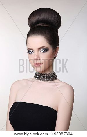 Attractive Teen Girl With Choker. Fashion Brunette With Beauty M