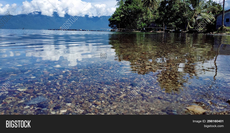 Pemandangan Danau Yang Image Photo Free Trial Bigstock