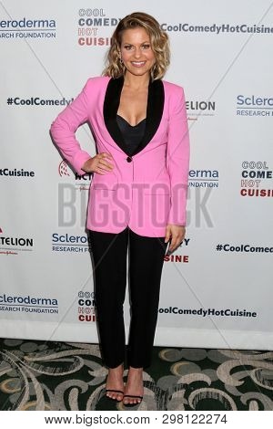 LOS ANGELES - APR 25:  Candace Cameron Bure at the Cool Comedy, Hot Cuisine 2019 at the Beverly Wilshire Hotel on April 25, 2019 in Beverly Hills, CA