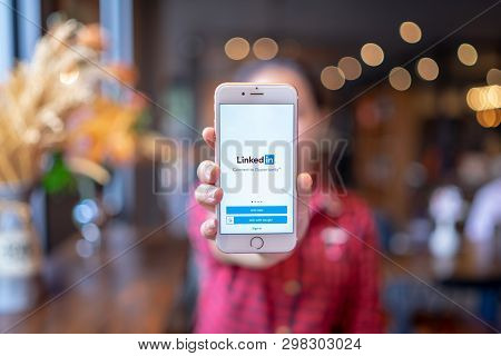 Chiang Mai, Thailand - Apr.08,2019: Woman Holding Apple Iphone 6s Rose Gold With Linkedin Applicatio