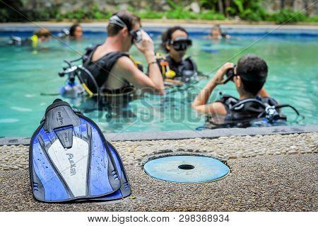 Scuba Diving Class In Pool. Ban's Diving Resort-cdc Center