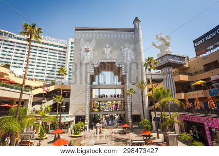 Los Angeles, Usa - July 27, 2018: Hollywood And Highland Complex With Shops And Restaurants - Los An