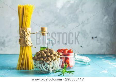 Spaghetti, Shimeji Mushroom, Olive Oil,  Pink Salt