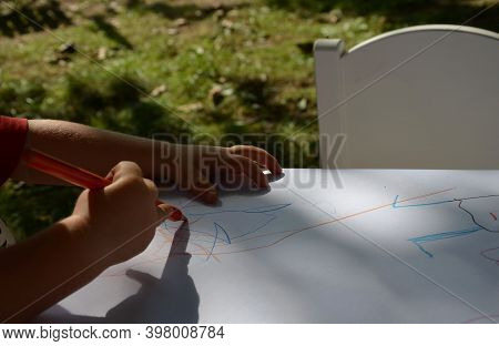 Hand, Little, Children, Girl, Boy, Small, Hold, Draw, Draving, Pencil, Crayons, White, Paper, Table,