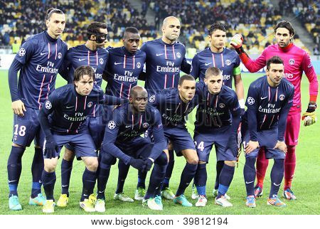Fc Paris Saint-germain Team Pose For A Group Photo