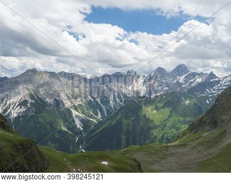 View From Innsbrucker Hutte On Snow-capped Peaks Moutain Panorama At Stubai Hiking Trail, Stubai Hoh