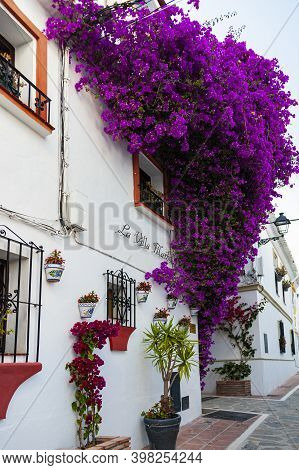Marbella, Spain - May 22, 2017: View Of The Historic District Of Marbella With White Washed Building