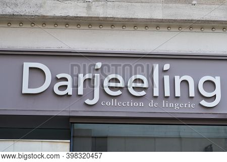 Bordeaux , Aquitaine  France - 12 01 2020 : Darjeeling Logo And Text Sign Front Of Store Girls Linge