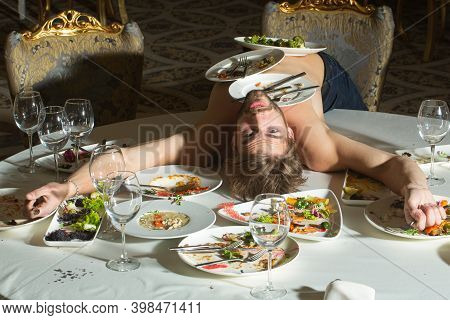 Sexy Man At Restaurant. Shirtless Man At Restaurant. Diet Guy With Naked Torso. Diet Guy, Catering W