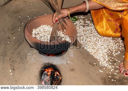 A Rustic Housewife Is Making Puffed Rice In The Traditional Way, This Delicious Food Made From Paddy