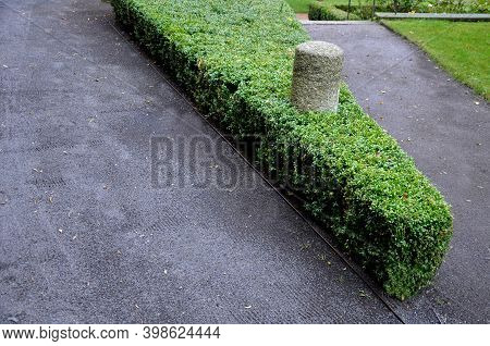 Construction Of A Threshing Gravel Sidewalk, Installation Of A Steel Strip As A Curb Path. Between T
