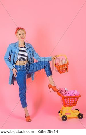 Supermarket. Pin Up Woman With Shopping Cart. Woman On Shopping. Shopping. Sale. Discount. Black Fri