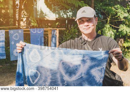 Lamphun Thailand - December 12 :  Unidentified Thai Male Tourist Learn To Make Tie-dye Clothes On De
