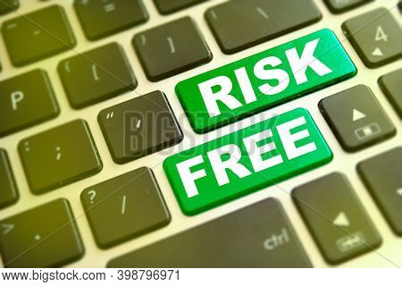 Note Risk Free Writting On Green Button On Computer Keyboard