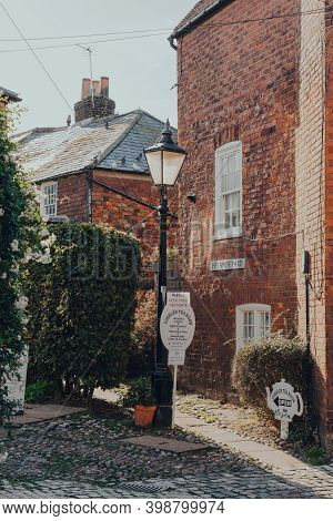 Rye, Uk - October 10, 2020: Signs Leading To The Cobbles Tea Rooms In Rye, One Of The Best-preserved