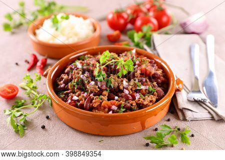 chili con carne- minced beef with tomato sauce, bean and spices