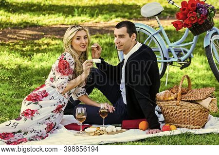 Give Uncommon, Unique Gifts Spontaneously. Enjoying Their Perfect Date. Couple In Love Picnic Date.