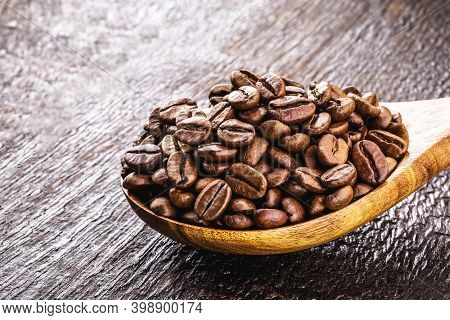 Brazilian Arabica Coffee Seeds, Selected For Export. High Quality Coffee, Used In Espresso Or Cappuc