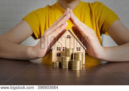 Best Protection Of Real Estate Offer From Bank Agent, Sell And Buy Resident And House, Protect Prope
