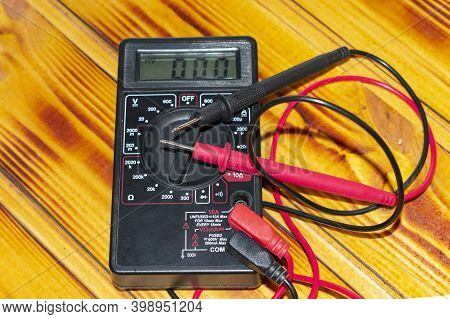 Tester, Multimeter Electricity Measuring Device.with Black And Red Wires Lies