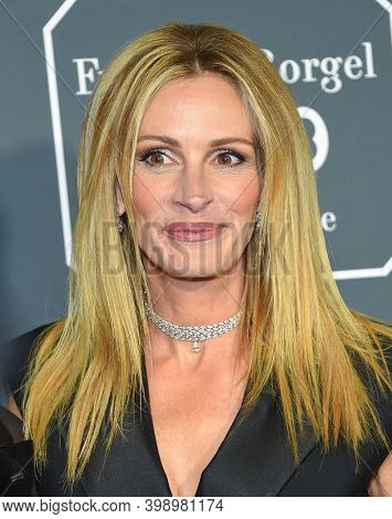 LOS ANGELES - JAN 13:  Julia Roberts {Object} arrives for '24th Annual Critics' Choice Awards on January 13, 2019 0 in Santa Monica, CA