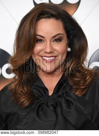 LOS ANGELES - AUG 06:  Katy Mixon arrives for  Disney ABC TCA Summer Press Tour 2017 on August 6, 2017 in Beverly Hills, CA