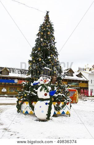 Christmas Tree And Snowman, Moscow