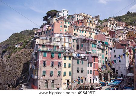 Monarolla - colorful fishing village in Cinque Terre