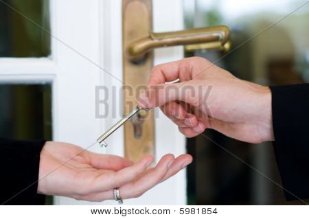 house sold and give house key