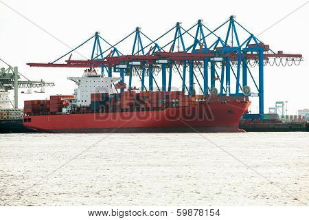 Port Terminal For Loading And Offloading Ships