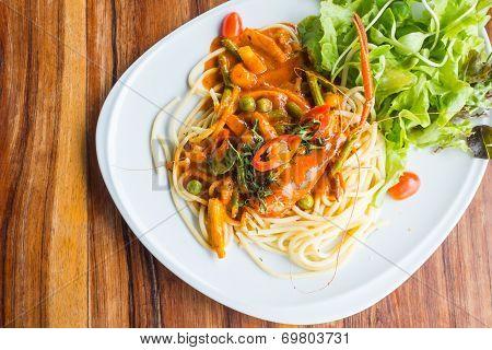 Spaghetti With Prawn Panag Sauce