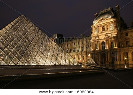 Louvre in night